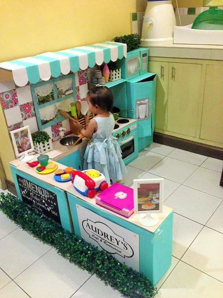 DIY-Play-Kitchen-Made-of-boxes-0112