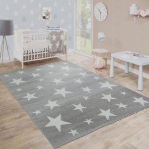 Ein Teppich mit Sternen-Moti von Paco.
