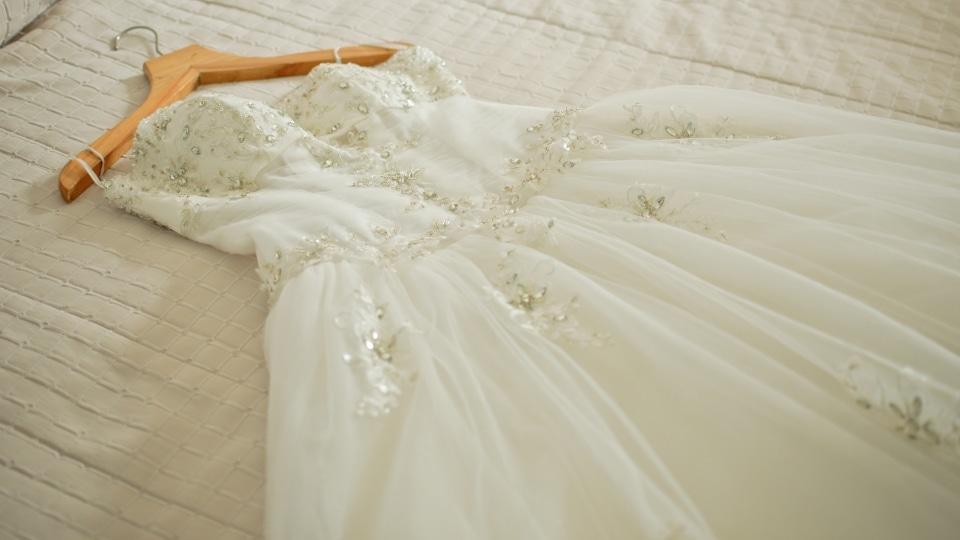 nach der hochzeit lsst diese braut ihr kleid vernichten aus gutem grund video - Furbitten Hochzeit Beispiele