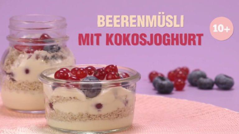 Ein Hauch Exotik für die Kleinsten: Beerenmüsli mit Kokosjoghurt