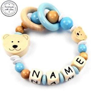 """Der Greifling """"Bärenstark"""" von Amazon ist ein schönes und funktionales Holzspielzeug für Babys."""