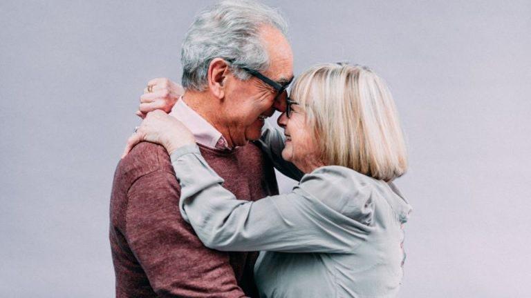 6 Anzeichen dafür, dass Ihr wie ein altes Ehepaar seid