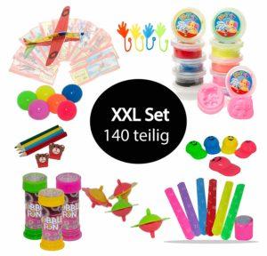 Armbänder, Seifenblasen, Knete: In diesem Set befinden sich viele Kleinigkeiten.