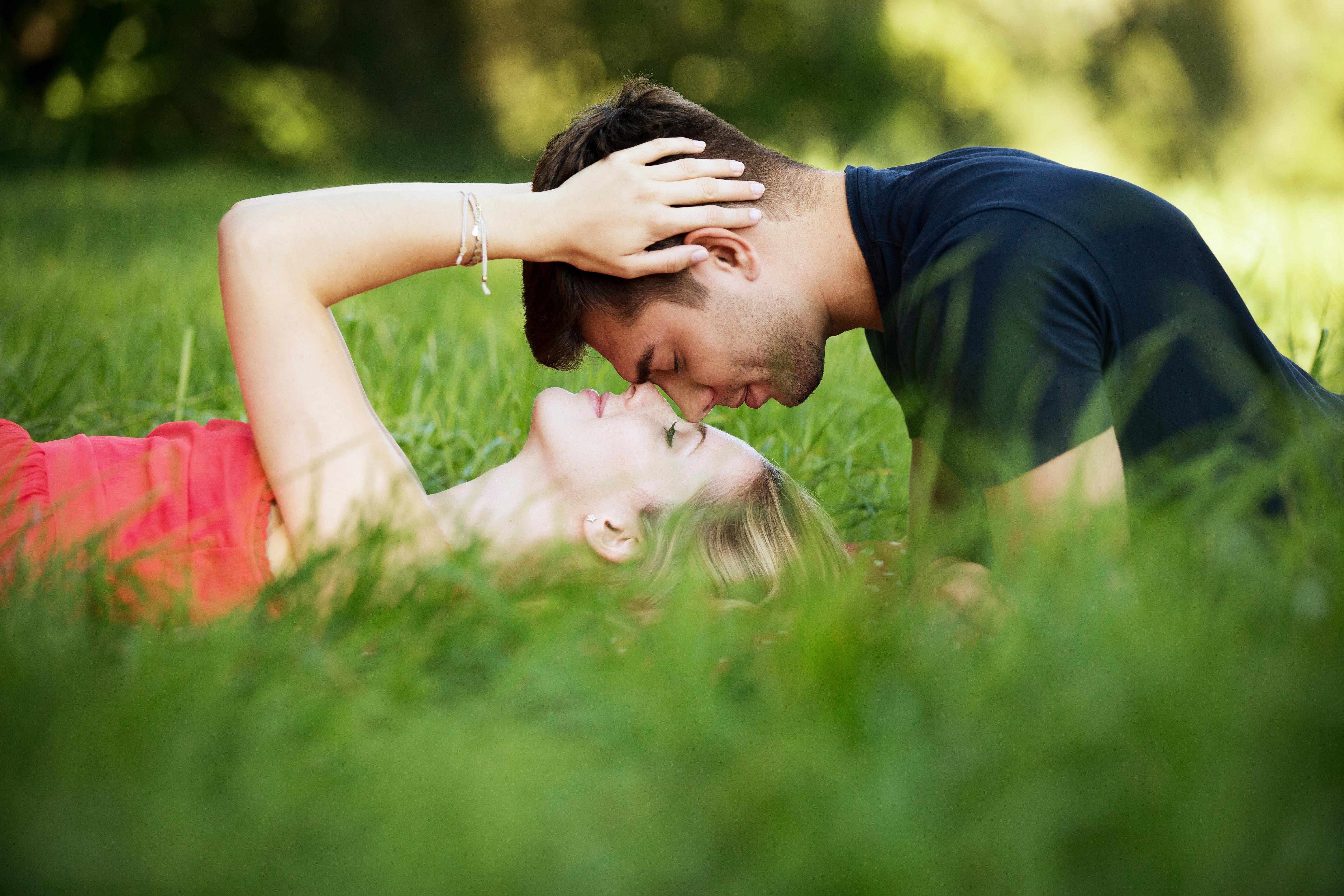 Eine Beziehung einzugehen kann viel Freude bringen.