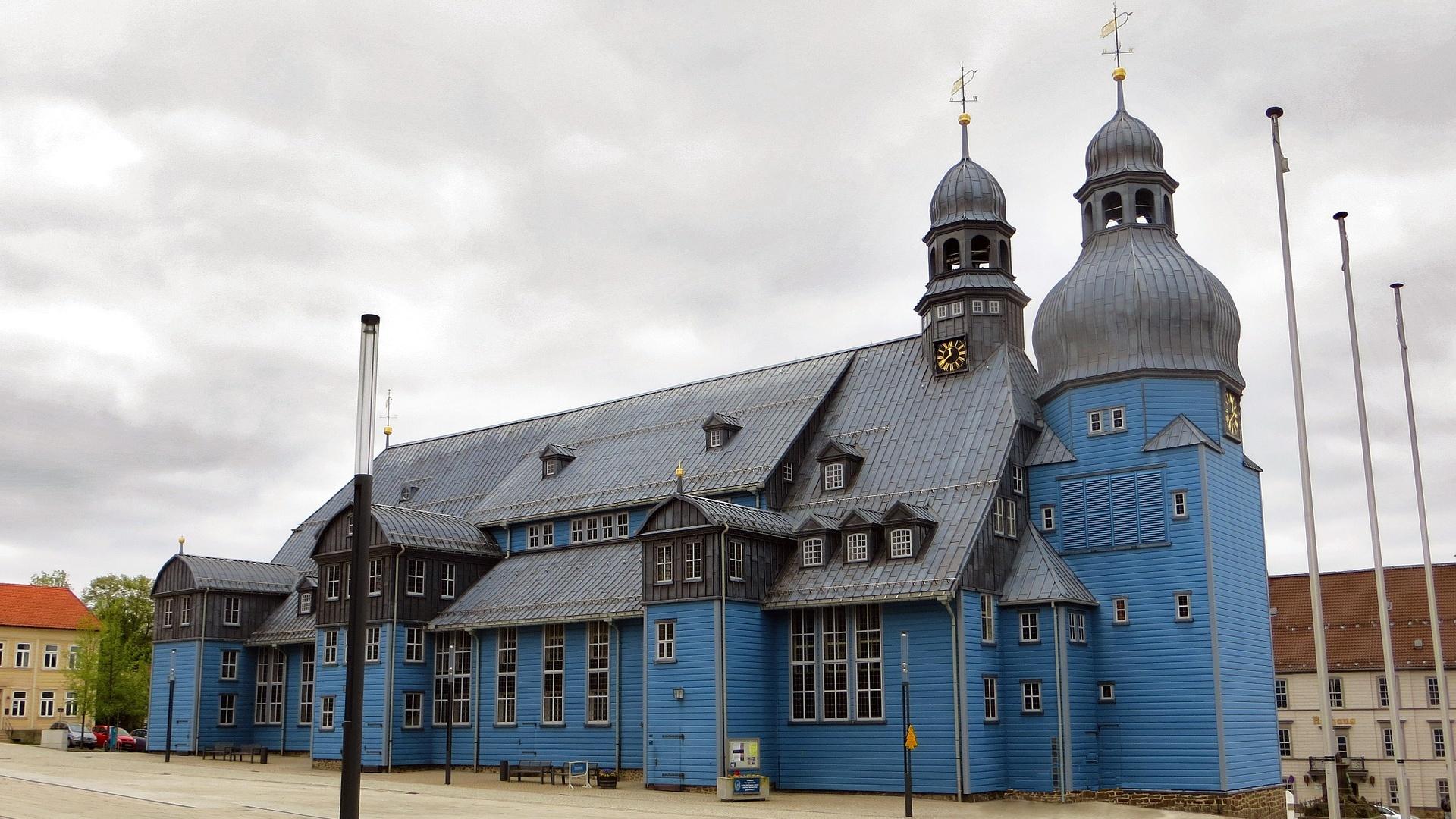 In Clausthal-Zellerfeld im Harz steht die größte Holzkirche Deutschlands.