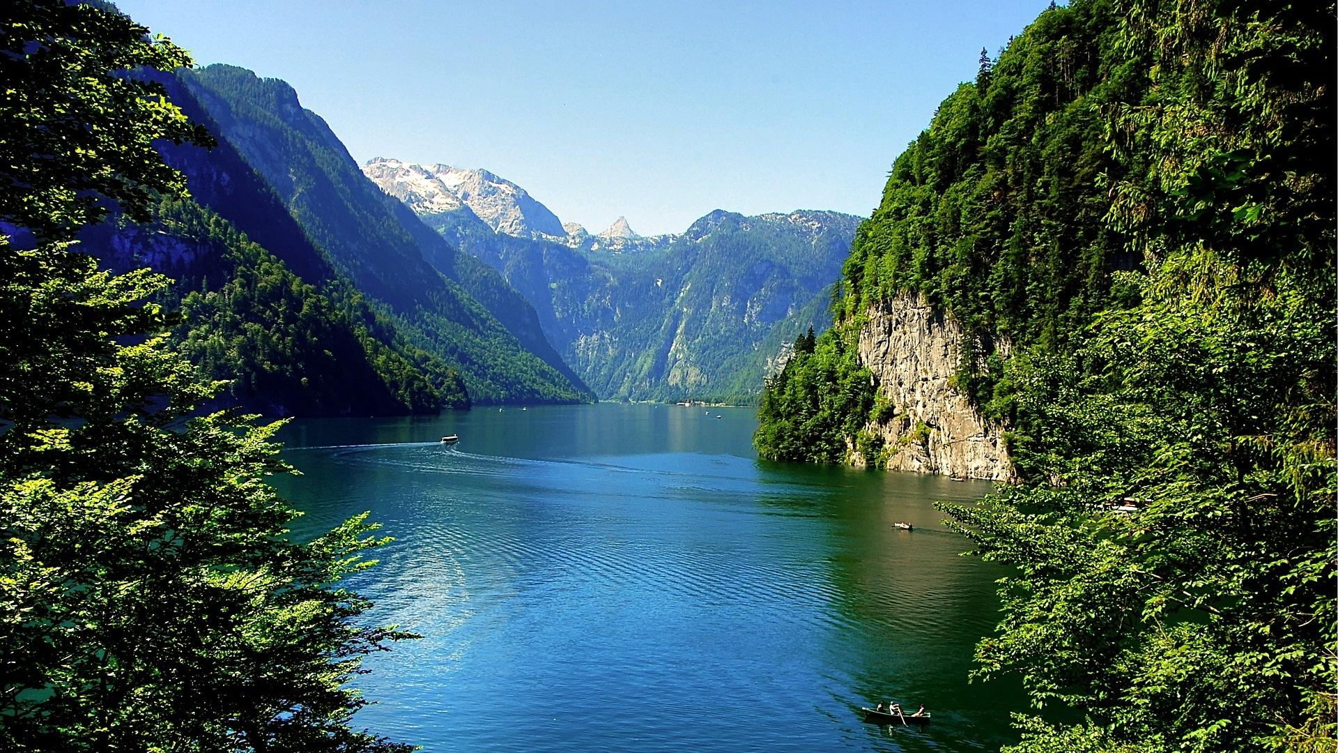 Der Königssee ist für Familien ein beliebtes Urlaubsziel in den Bergen.