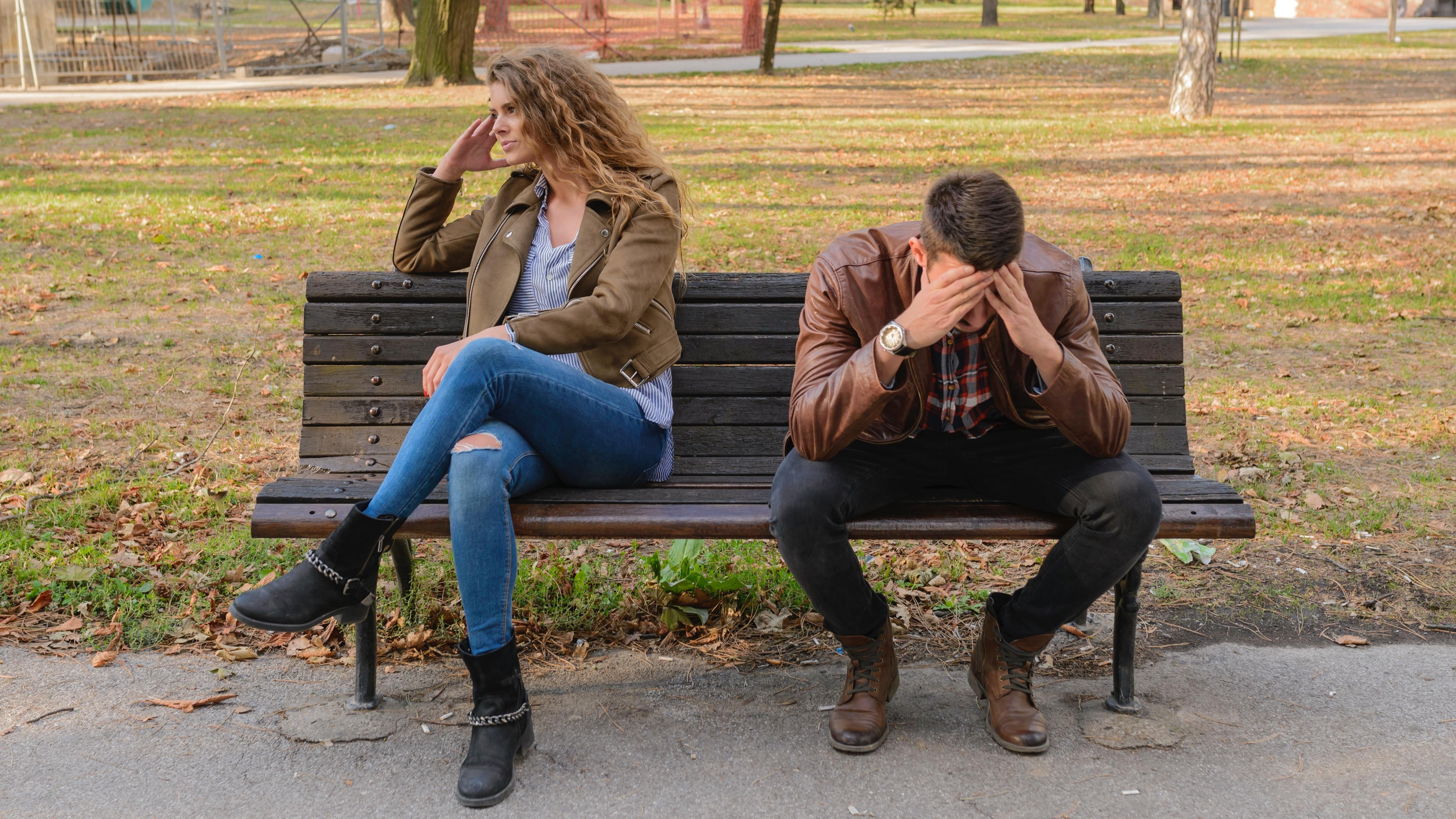 Eine Bindungsangst macht sich in Form von Distanz zum Partner bemerkbar